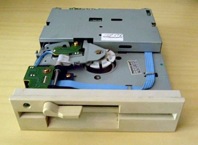 Floppy disk drive 5.25